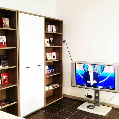Sala Polivalente: area TV e lettura